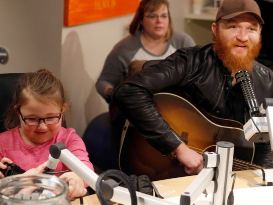 Eric Paslay performed and spoke with kids in Seacrest