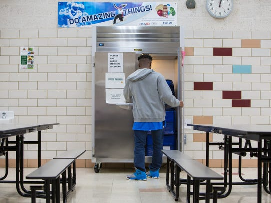 Colonial School District serves hot dinners to students