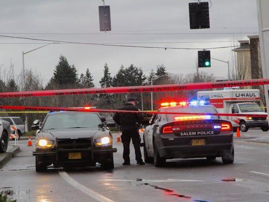 Salem Police blocks traffic on Hawthorne Ave NE at