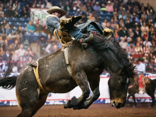 Will Lowe rides bareback during the 1st performance