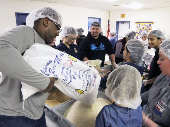 Volunteers get more supplies to fill food packages