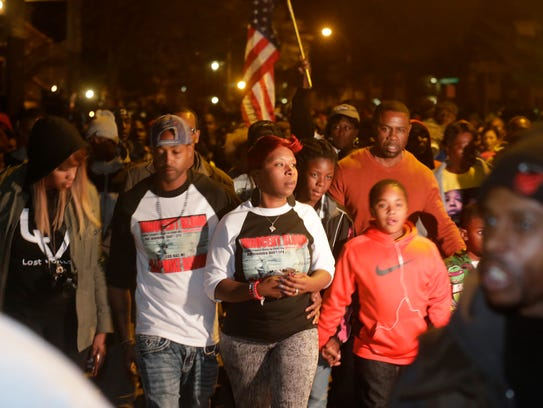 Lesley McSpadden, center, mother of Michael Brown,