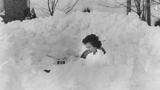 Marie Britt of 3001 Dorothy Lane checked to see if the mail carrier had made it through the blizzard to leave her a letter in 1978.
