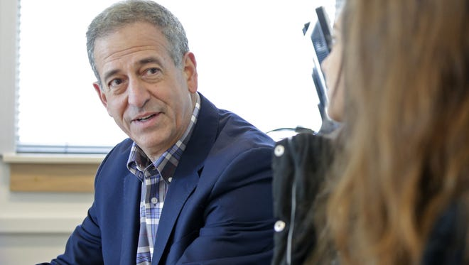 Russ Feingold talks with students about college affordability during a round table discussion at Lawrence University.