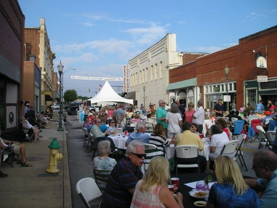 PHOTOS BY RAY CHANDLER Visitors attending Seneca Fest