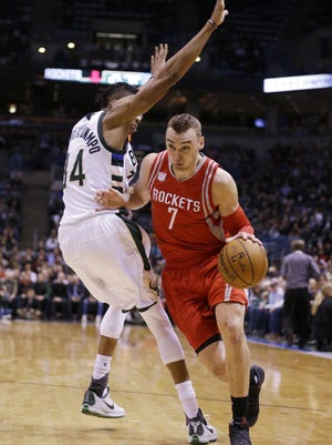 Sam Dekker of the Houston Rockets is expected to miss several weeks with a broken hand.