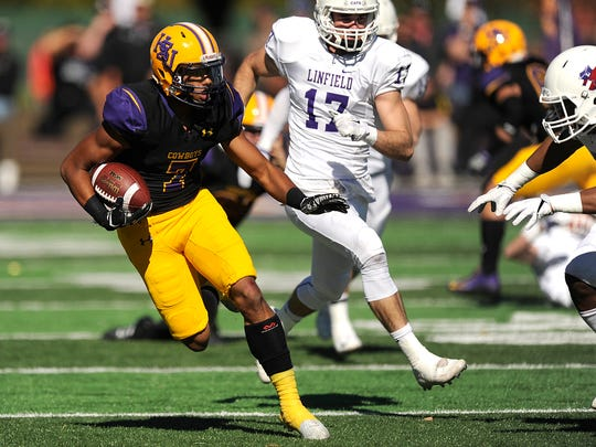 HSU wide receiver Alex Bell (7) runs after making a catch during the first round of the 2016 NCAA Division III playoffs. After coming back from an ACL injury and being granted a medical hardship waiver, Bell returns to the field for the Cowboys this season.
