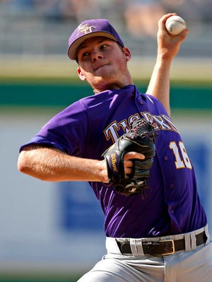 LSU's Jared Poche' (16) pitches during the third inning against Rice in an NCAA college baseball tournament regional game in Baton Rouge.