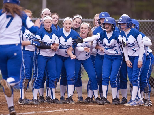 -BUR 0421 essex mvu softball_9.jpg_20170501.jpg