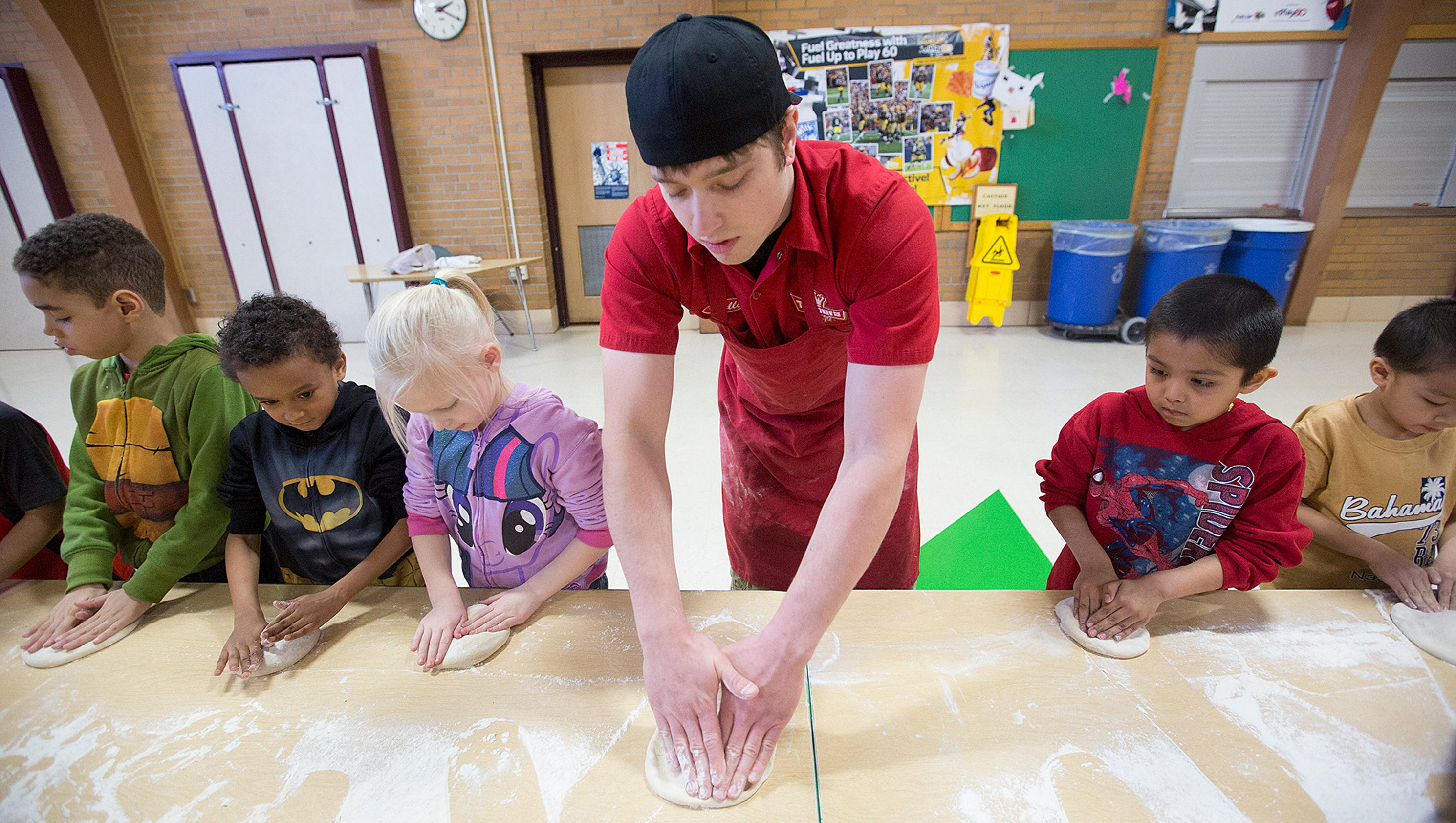 Toppers pizza demonstration at mckinley elementary junglespirit Image collections