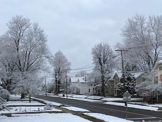 636582576043805625-April-snow.jpg