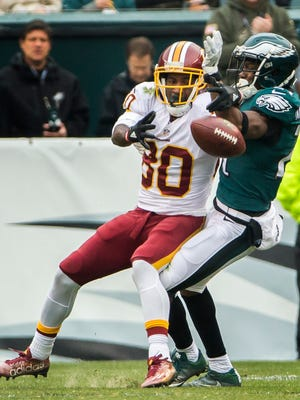 Eagles cornerback Leodis McKelvin bats away a pass intended for Washington receiver Jamison Crowder in the first quarter of the Eagles 27-22 loss to Washington on Sunday.