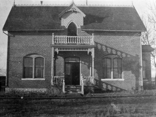 Front entrance view of the Chism-family house in 1912.