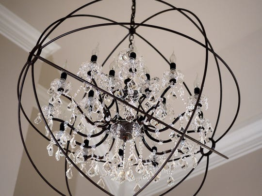 An unusual chandelier combines eligance with rusticity
