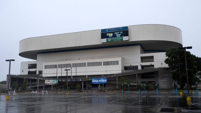 A plan by thePensacola Bay Center's management company to save the venue instead of building a new arena drew a chilly response from the Escambia County Commission.