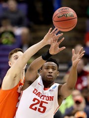 Syracuse's Tyler Lydon, left, and Dayton's Kendall Pollard (25) chase a loose ball during the first half of a first-round men's college basketball game in the NCAA Tournament, Friday, March 18, 2016, in St. Louis. (AP Photo/Charlie Riedel)