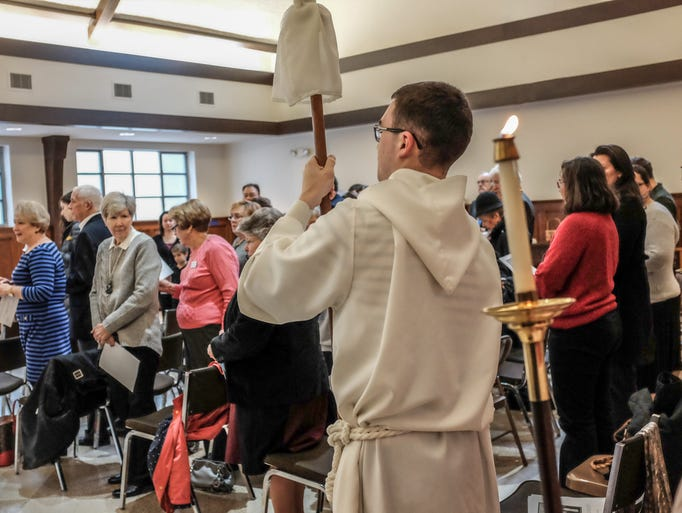 Services get underway at St. Paul's Episcopal Church