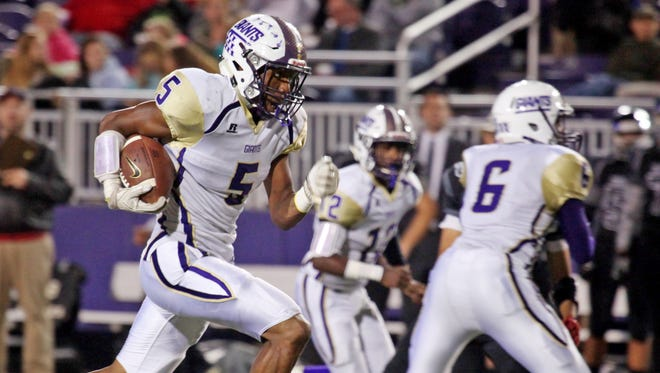 Waynesboro's Dequiondre Clark sprints downfield to score a touchdown during the first half of the game against Turner Ashby on Friday, Oct. 14, 2016 at James Madison University's Bridgeforth Stadium in Harrisonburg.