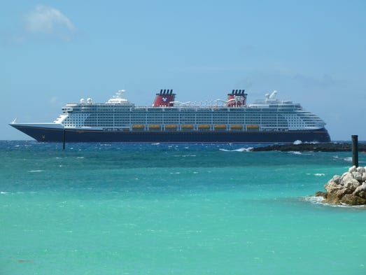 Cruise Ship Tours Disney Dream Fantasy Compared - Fantasy cruise ship pictures