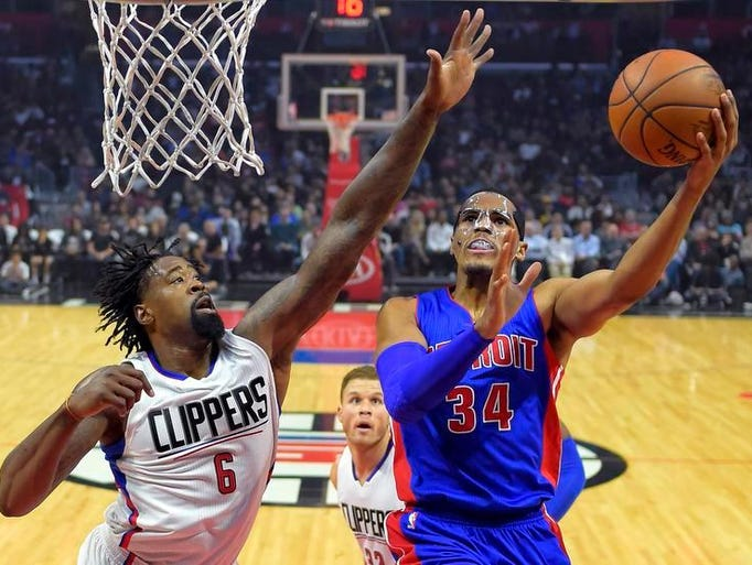 Pistons forward Tobias Harris, right, shoots as Clippers