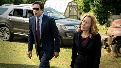 "This photo provided by FOX shows, David Duchovny, left, as Fox Mulder and Gillian Anderson as Dana Scully in the ""Founder's Mutation"" season premiere, part two, episode of ""The X-Files,"" airing Monday, Jan. 25, 2016, 8:00-9:00 PM ET/PT on FOX. (Ed Araquel/FOX via AP)"