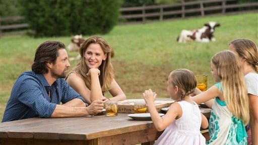 """This image released by Sony Pictures shows, from left, Martin Henderson, Jennifer Garner, Brighton Sharbino, Kylie Rogers and Courtney Fansler in a scene from Columbia Pictures', """"Miracles from Heaven.""""  (Chuck Zlotnick/Sony Pictures via AP)"""