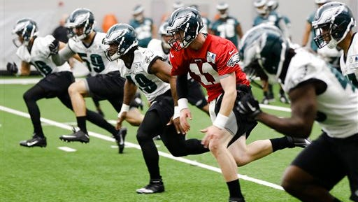 Quarterback Carson Wentz (11) takes part in warmup drills during the Eagles' rookie minicamp on Friday.
