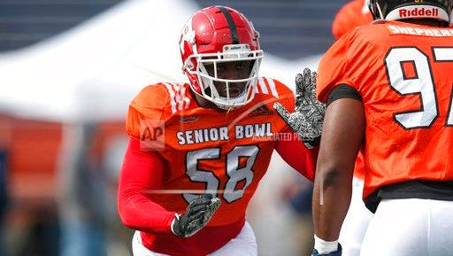 Kemoko Turay of Rutgers practices before the 2018 Senior Bowl in Mobile, Ala.