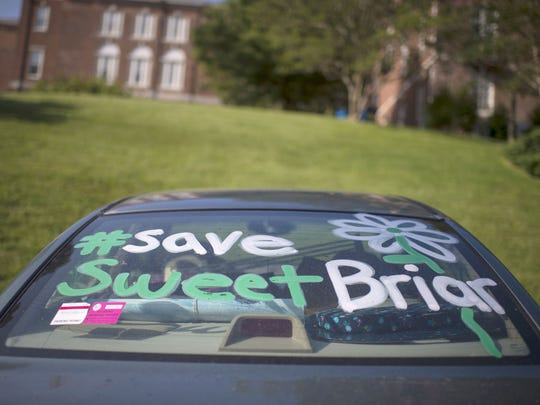 Jabin Botsford / THE WASHINGTON POST There was dissonance, if not outright defiance at Sweet Briar College, says Phyllis W. Jordan, who was there for the 35th-year reunion last weekend. Alumnae and students have mounted challenges to keep the 114-year-old Sweet Briar women's college from closing. Illustrates SWEETBRIAR (category l), by Phyllis W. Jordan, special to The Washington Post. Moved Wednesday, June 3, 2015. (MUST CREDIT: Washington Post photo by Jabin Botsford.)