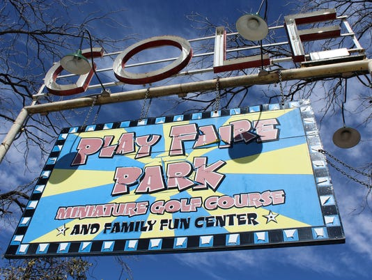 Play-Faire-sign