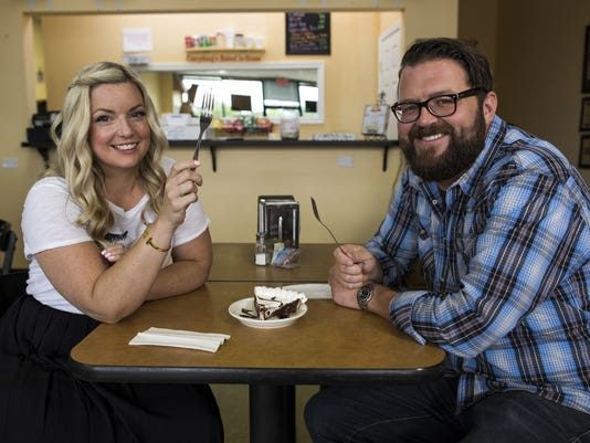 636420425976302579-Southern-and-Hungry-Hosts-Damaris-Phillips-and-Rutledge-Wood.jpg