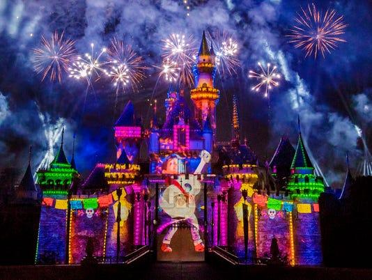 636564060130542096-Together-Forever-A-Pixar-Nighttime-Spectacular-3-2018-DL.0543.jpg