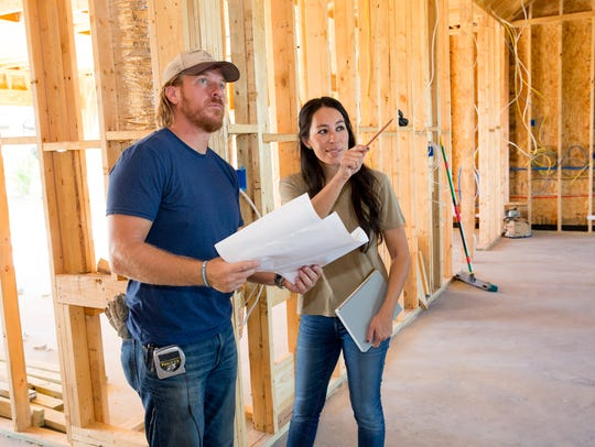 "Joanna Gaines and husband Chip check in on the progress of a home on ""Fixer Upper."" (Photo: Jeff Jones/HGTV)"
