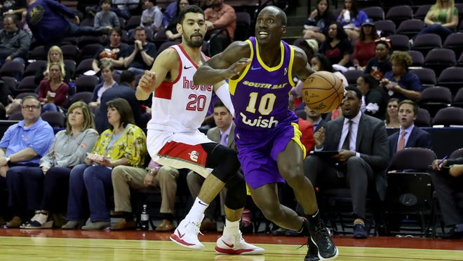 Andre Ingram of the South Bay Lakers dribbles during a game against the Memphis Hustle.