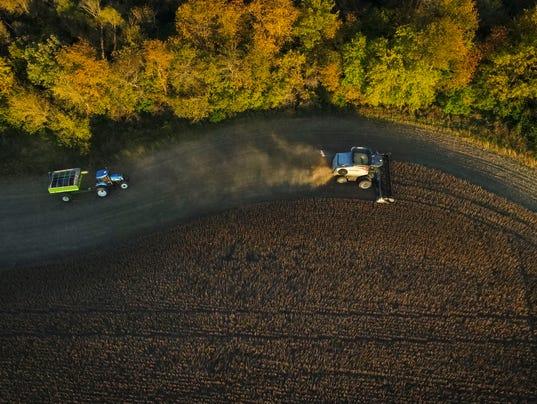 101817_drone_soybean_harvest_RWHITE_1393