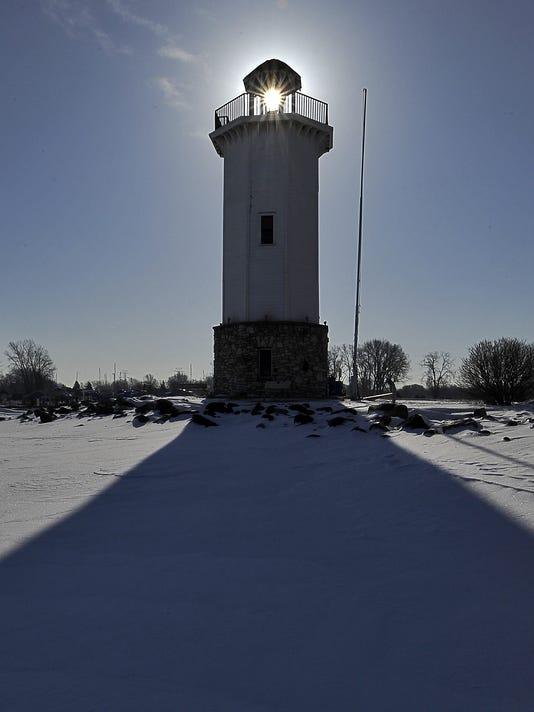 635908684888252255-FON-030713-lighthouse-light-1.jpg