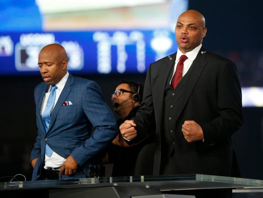 Kenny Smith, left, and Charles Barkley had a public