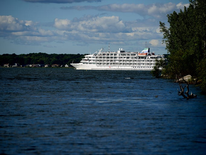 Photos Aboard The Pearl Mist Great Lakes Cruise Ship
