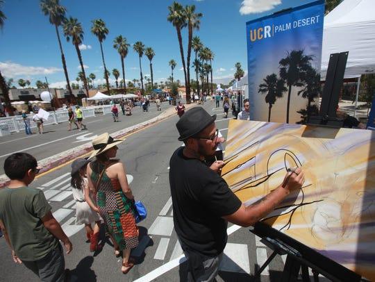 """Artist Enrique Rodriguez does """"live art"""" at the Vision"""