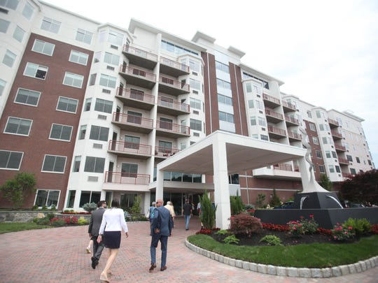Harbor Square is located by the Ossining Metro-North train station, with a public park and a restaurant.