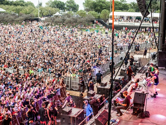 A crowd gathers for Jane's Addiction at Samsung, Lollapalooza's