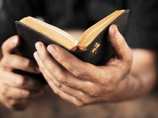 636137007126418360-Bible-read.jpg