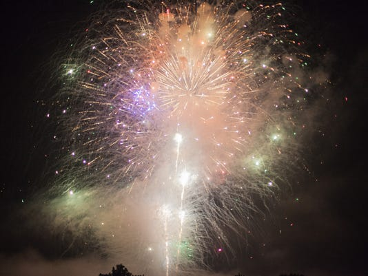 636346064697901917-20170701-Cumberland-City-fireworks-show-3393.jpg