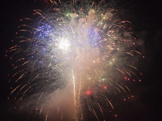 636346064943761069-20170701-Cumberland-City-fireworks-show-3396.jpg