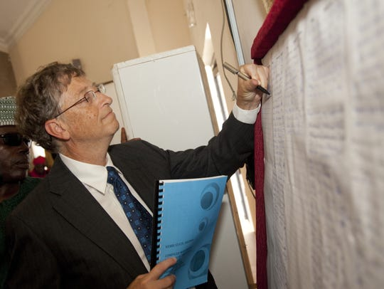 Bill Gates signs the pledge to eradicate polio during