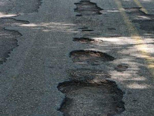 635908003906914514-potholes.jpg