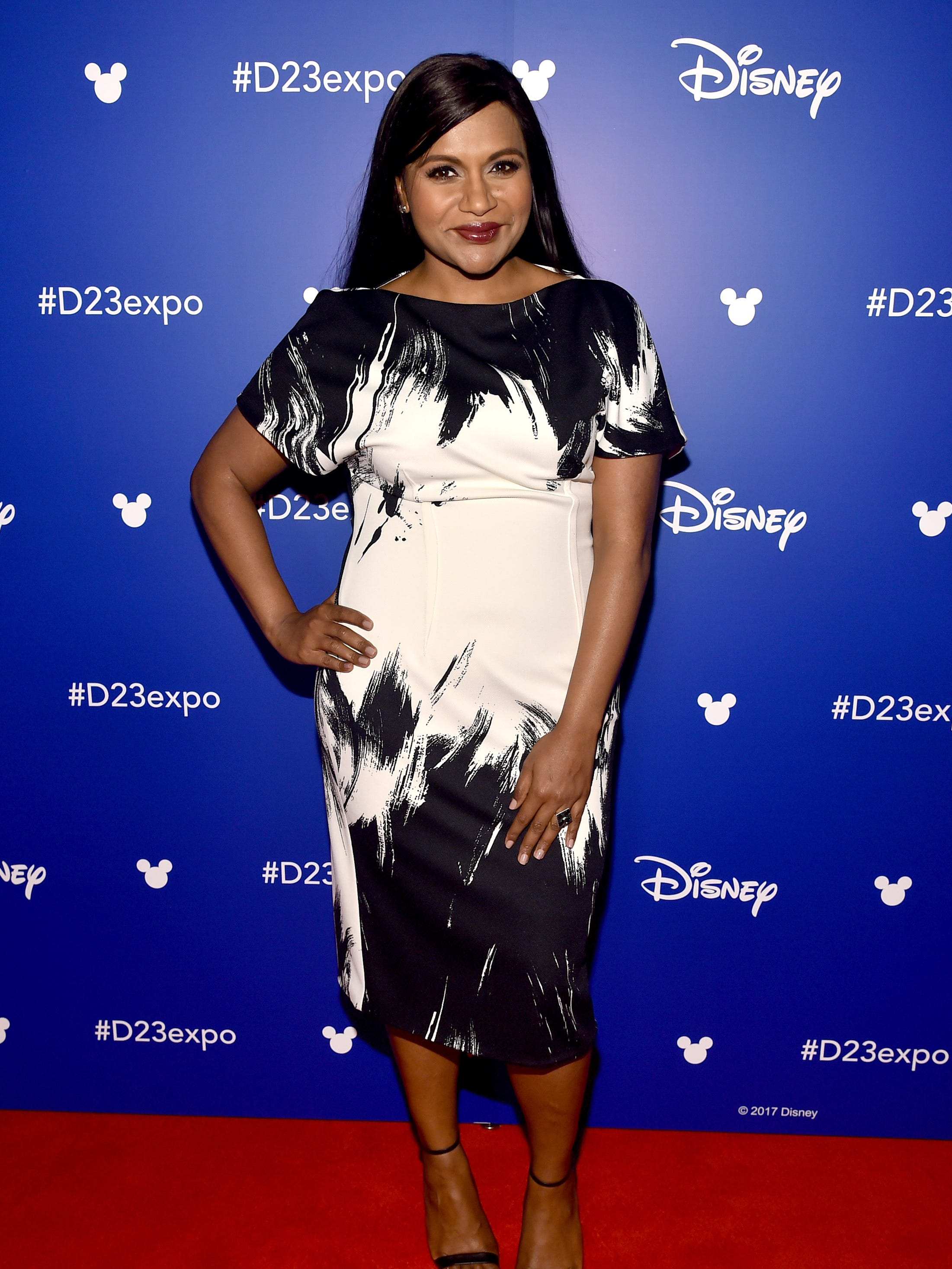How Does Pregnant Mindy Kaling Shoot Mindy Project With Lots Of Stretch