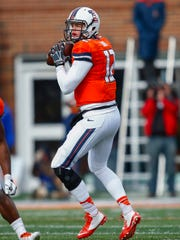 Wes Lunt #12 of the Illinois Fighting Illini drops