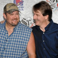 Larry the Cable Guy, Jeff Foxworthy to come to Oshkosh's Menominee Nation Arena in 2018