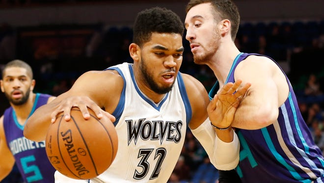 Minnesota Timberwolves' Karl-Anthony Towns, left, drives around Charlotte Hornets' Frank Kaminsky III in the first quarter of an NBA basketball game Tuesday, Nov. 15, 2016, in Minneapolis. (AP Photo/Jim Mone)